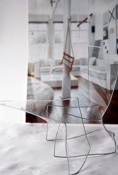 Een project voor sculptuur. We moesten een bed, tafel en stoel maken in een omgeving met een obstacle. Mijn obstacle is dat de zitting, het tafelblad en de matras door bellenblaas gemaakt zijn. Dus als je de meubels wilt gaan gebruiken, spatten ze ui (scheiden of blijven| doorgaan of stoppen| samen schieden)  scheidenofblijven.com