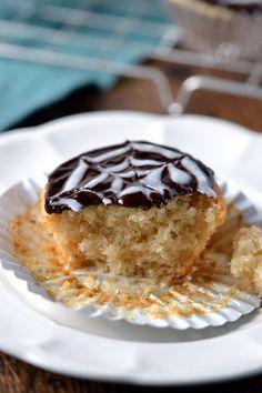 40 DELICIOUS vegan cupcake recipes. Spiderweb cupcakes from Coconut and Berries. #vegan
