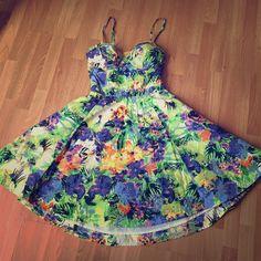Jessica Simpson Multicolor Floral Dress Sz. S beautiful, bright floral summer dress, beautiful detail in the back Jessica Simpson Dresses Midi