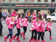 they all look so cute in their matching outfits!!! i <3 dance moms!
