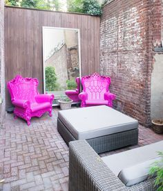Nothin' like a pink lounge.