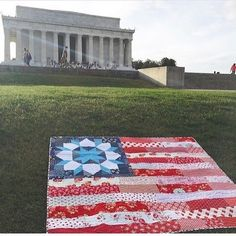 made a pretty patriotic flag quilt Antique Quilts, Vintage Quilts, American Flag Quilt, Picnic Quilt, Quilt Of Valor, Patriotic Quilts, Contemporary Quilts, Blue Quilts, Love Sewing