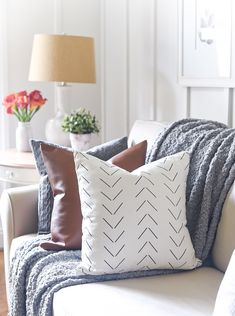 Boho Inspired Fall Decorating Ideas with Tribal Prints, Neutrals, Gray, White, Neutral, Black Decor Ideas for Living Room Craft Projects For Kids, Home Projects, Autumn Inspiration, Home Decor Inspiration, Amazing Spaces, Fall Diy, Black Decor, Autumn Home, House Tours