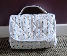 petit sac self-importance (tutoriel gratuit - DIY - Coin Couture, Baby Couture, Couture Sewing, Little Bag, Sewing Projects For Beginners, Purses, Crochet, Sewing Tips, Sewing Tutorials