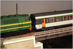 Módulo puente metálico. Escala H0. Normativa AMFT.  Locomotora diesel 333 RENFE y coche Corail RENFE. Escala H0.