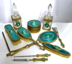 Milady's Vanity - Vanity Sets, Manicure Sets, Dresser Sets, Brushes, Mirrors, etc.