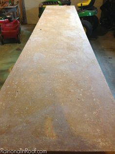 Make your old dated laminate countertops look like stone! Not only is it cheap, but this countertop makeover is EASY! Spray Paint Countertops, Painting Laminate Countertops, Countertop Makeover, Wood Laminate, Soapstone Kitchen, Soapstone Countertops, Cheap Countertops, Kitchen Countertops, Blue Countertops