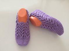 BALIKSIRTI MODELİNDEN PATİK YAPIMI - YouTube Sewing Slippers, Knitted Slippers, Knitted Bags, Crochet Baby, Knit Crochet, Diamond Shoes, Big Knit Blanket, Big Knits, String Bag