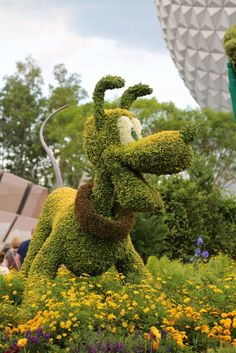 Topiary ♥ Pluto Epcot Flower and Garden Show Walt Disney World Garden Show, Garden Art, Pluto Disney, Walt Disney, Disney Parks, Beautiful Gardens, Beautiful Flowers, Disney Garden, Disney World Florida