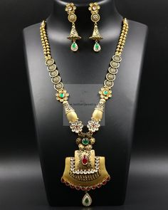 Gold Necklace Set For Wedding Indian Oxidized Jewellery Near Me Gold Bangles Design, Gold Jewellery Design, Gold Mangalsutra Designs, Antique Jewellery Designs, Gold Jewelry Simple, Gold Necklace, Necklace Set, Emerald Necklace, Antique Necklace