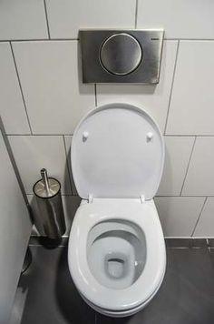 Leaking Toilet, Bidet Toilet Seat, Toilet Seats, Bathroom Design Small, Small Bathrooms, Diy Cleaners, Home Remodeling, Bathroom Remodeling, Bathroom Ideas