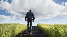 man climbing the stairs - Cerca con Google