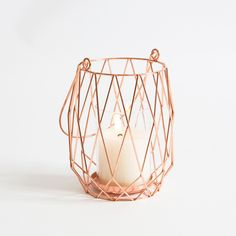 Add some wire to your home décor, whether you prefer metallic or monochrome our Aspire Twilight Lanterns have your look covered. Available in two sizes and colours.