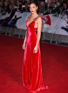 Gal Gadot in red Prada - Gal Gadot in red Prada - Formal Attire For Women, Gal Gadot Style, Gal Gardot, Celebrity Style Casual, Gal Gadot Wonder Woman, Red Corset, Most Beautiful People, Star Wars, Hollywood Celebrities