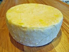 Farmhouse Cheddar for Beginners: If you think making cheese is hard, this is the recipe for you. There is really no whey you can mess it up! I used the recipe in our book, Home Cheese Making (page 104 in the edition). Goat Milk Recipes, No Dairy Recipes, Cheese Recipes, Cooking Recipes, Top Recipes, Turkey Recipes, Cooking Tips, Fromage Vegan, Fromage Cheese