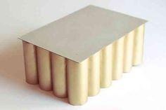 Diy Crafts - throw away your toilet paper rolls. Paper Towel Roll Crafts, Paper Towel Rolls, Toilet Paper Roll Crafts, Toilet Paper Art, Cardboard Rolls, Cardboard Crafts, Diy Cardboard Furniture, Paper Toys, Diy Home Decor