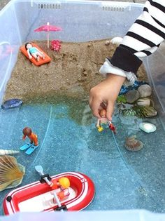 Imaginer une mini plage pour les jouets !