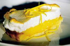 Sitruuna-marenkipiirakka Lemon Meringue Pie, Fodmap, Cheesecake, Good Food, Goodies, Food And Drink, Chocolate, Baking, Desserts