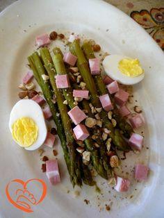 Asparagi con uova sode,mortadella e nocciole http://www.cuocaperpassione.it/ricetta/072b1f4c-9f72-6375-b10c-ff0000780917/Asparagi_con_uova_sodemortadella_e_nocciole