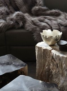 A chalet living room detail, cozy and classy. Chalet Chic, Chalet Style, Ski Chalet, Top Interior Designers, Luxury Interior, Modern Interior, Interior Styling, Fur Blanket, Fur Throw