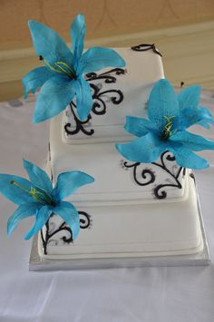 Elegant Wedding Cake with Blue Flowers. #weddingcake