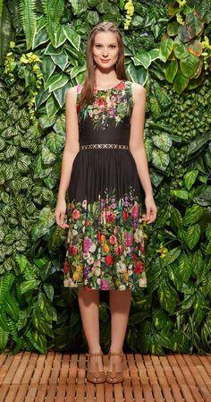 Só na Antix Store você encontra Vestido Midi O Visitante de Versalhes com exclusividade na internet