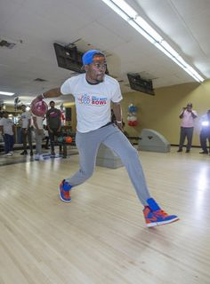 Photo Gallery: Westbrook Helping Oklahoma City Kids - March 31, 2014 | THE OFFICIAL SITE OF THE OKLAHOMA CITY THUNDER - Kevin Durant gettin' his bowl on!