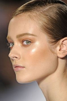 Strobing. Make-up technique which is basically highlighting to the maximum. Unfortunately only people with extremely clear skin can pull this off