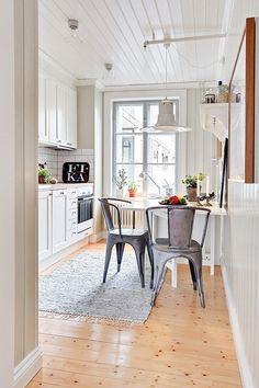 10 Trucos para reformar tu cocina sin obras Kitchen Interior, Interior, Small Kitchen, Kitchen Room, Kitchen Decor, Home Decor, Kitchen Dining Room, Home Kitchens, Apartment Inspiration