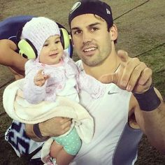 Jessie James Decker hubby Eric Decker and baby Vivi Eric And Jessie Decker, Jesse James Decker, Eric & Jessie, Eric Decker, Jessica James, Perfect People, Daddys Girl, Her Music, Celebs