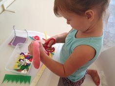 Actividades infantiles para aprender a usar las tijeras. Actividades para afinar la psimotricidad y el dominio de las tijeras.