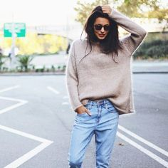 My ultimate Autumn go-to outfit. Cosy jumper and boyfriend jeans - oh yes! Find a similar jumper here: http://asos.do/BR4pwE http://asos.do/gtrQET Jeans: http://asos.do/ICAUg6