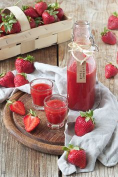 Selbst gemachte Erdbeerlimes mit Wodka // homemade strawberry limes (strawberry wodka) // Sweets & Lifestyle®️️ #erdbeerlimes #erdbeerlimesmitwodka #rezept #getränk #wodka #erdbeeren #strawberrylimes #strawberry #recipe #drink #delicious #sweetsandlifestyle