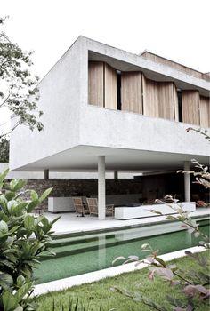 Preciosas fotos de House 6 en Sanselige, São Paulo, obra del genial Marcio Kogan realizadas con maestría por Jonas Bjerre-Poulsen , de N...