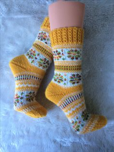 Crochet Socks, Knitting Socks, Knitted Hats, Knit Crochet, Knit Socks, Fair Isle Knitting Patterns, Knitting Blogs, Knitting Designs, Mitten Gloves