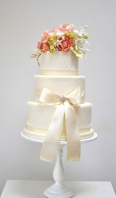These new wedding cake ideas by Rosalind Miller are bound to inspire you!