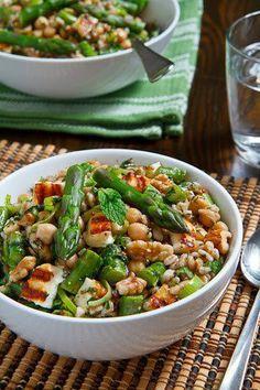 Chicchi di #farro con #asparagi, ceci, #tofu, menta e noci: una vera riserva di #benessere! #ricette #salute