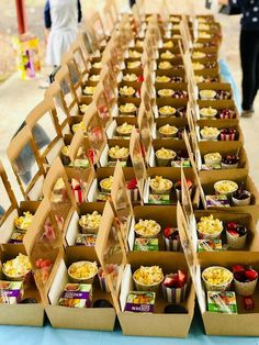 trendy children party food boxes for kids Sleepover Food, Sleepover Birthday Parties, Birthday Party For Teens, Birthday Party Catering, 5th Birthday, Kids Party Menu, Snacks Für Party, Teen Party Foods, Iftar