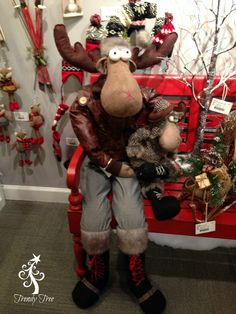We arrived in Atlanta yesterday, and it's freezing cold! This morning we made our way to the RAZ Imports showroom for an appointment and here are just a Christmas Moose, Whimsical Christmas, Christmas 2016, Vintage Christmas, Christmas Time, Christmas Wreaths, Christmas Crafts, Christmas Decorations, Holiday Decor