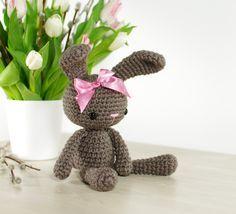 Free crochet pattern: Small amigurumi bunny // Kristi Tullus (spire.ee)