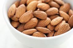 Nut consumption reduces risk of death - Harvard Gazette Healthy Nutrition, Healthy Life, Healthy Living, Healthy Recipes, Healthy Eats, Runners Food, Decrease Appetite, Ireland Food, Antioxidant Vitamins
