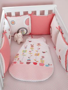 1000 images about tour de lit on pinterest tour de lit patron de couture and layette. Black Bedroom Furniture Sets. Home Design Ideas