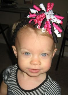 Learn how to make those korker hair bows!  heckfridays.blogs...