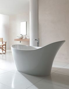 Victoria + Albert Make a sophisticated statement in your Victoria and Albert Amalfi freestanding slipper bath.