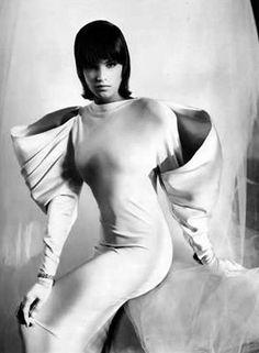 Strawberige: fashion flashback: Claude Montana - i love those sleeves! 80s And 90s Fashion, 3d Fashion, Fashion History, Fashion Details, World Of Fashion, Editorial Fashion, High Fashion, Vintage Fashion, Retro Fashion