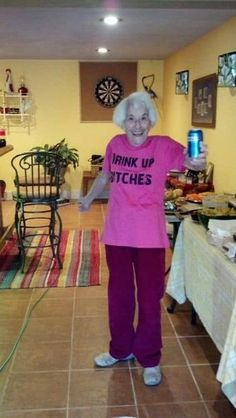 30 Old People in Awesome Bad Ass T-Shirts 1 Funny Old People, Old Folks, Old People Memes, Reaction Pictures, Funny Pictures, Spy Kids 2, T-shirt Humour, Ugly Faces, T Shirt