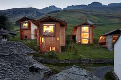 Brunner Sanina - Peter Zumthor - The Unterhus - Leis Ob Vals, Switzerland - 2009 - photo by Ralph Feiner Timber Architecture, Classical Architecture, Ancient Architecture, Sustainable Architecture, Architecture Details, Landscape Architecture, Contemporary Cabin, House Built, House In The Woods