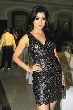 Shreya Saran gets in bang-on in an LBD at Times Food Guide 2014 Awards. #Style #Bollywood #Fashion #Beauty
