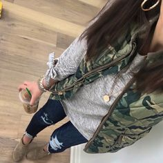 Love the cute bows on the sleeves of this top. May have to order the striped version too! Vest Outfits, Casual Outfits, Cute Outfits, Fashion Outfits, Fashion Ideas, Fall Winter Outfits, Autumn Winter Fashion, Spring Outfits, Winter Style