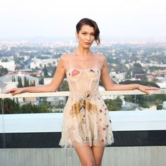 Bella Hadid in Dior. Dior x Sephora Daily Fashion, High Fashion, Dress Fashion, Fashion Clothes, Fashion Models, Bustier Dress, Dress Up, Style Bella Hadid, Sephora
